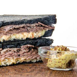 Сэндвич Рубен Пастрами.jpg