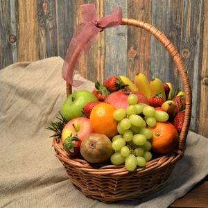 Корзина фрукты 2 виноград.jpg