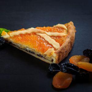 пирог с курагой и черносливом.jpg